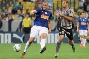 Cruzeiro: Nilton volta ao time como titular