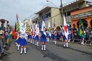 Manhuaçu: desfile da Independência colore o centro da cidade. Promoção da Prefeitura