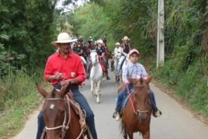 """Variedades: cavalgada da """"República Manhuassú"""" movimenta ruas da cidade"""