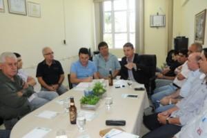 Manhuaçu: Produção de abacates e cerveja artesanal é tema de reunião na ACIAM