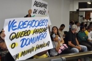 Manhuaçu: Fechamento de supermercados aos domingos. Vereador questiona postura sindical