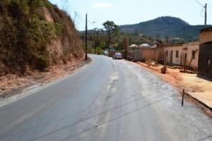 Manhuaçu: Começa o asfaltamento do trecho Matinha ao Coqueiro Rural. Parceria público-privada