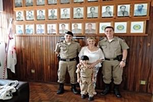 Manhuaçu: Sonho de ser Militar leva menino de 5 anos ao Batalhão da PM
