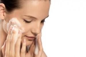 Vida e Saúde: Cuide da sua pele antes de dormir em sete passos