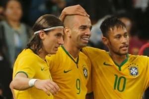Seleção: Tardelli marca dois gols da vitória do Brasil sobre a Argentina