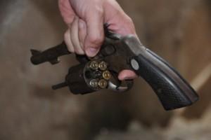 Manhuaçu: homem é preso com arma de fogo no Bairro Santana. Pagou fiança de R$ 2.500,00
