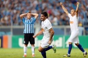 Brasileirão: Cruzeiro vence o Grêmio e está com uma mão na taça