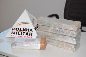 Manhuaçu: Acusado de tráfico é preso na Ponte da Aldeia. Cerca de 5 quilos de maconha apreendidos