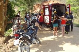 Manhuaçu: Carro cai na ribanceira na região do córrego Barra de Jequitibá