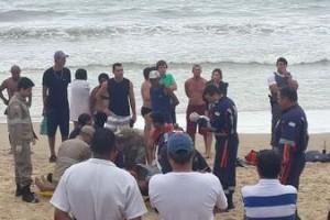Guarapari: Rapaz de Manhuaçu morre afogado na Praia do Morro. Estava com mais dois amigos