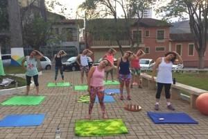 Vida e Saúde: Pilates ao ar livre. Atividade física realizada na praça do HCL