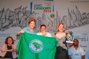 Manhumirim: Presidente Dilma Roussef entrega prêmio para Prefeitura