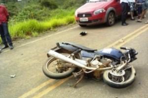 Espera Feliz: Motociclista bate em Gol na estrada do Paraíso. Internado em estado grave