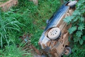 Ipanema: Carro cai em córrego na cidade