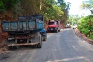 Manhuaçu: Prefeitura leva asfalto ao coqueiro rural. Parceria com iniciativa privada