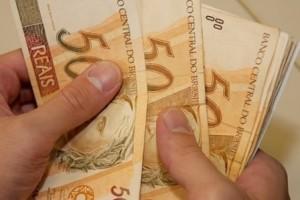 Governo de MG paga primeira parcela do salário de fevereiro nesta sexta-feira