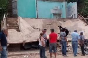 Manhumirim: Casa desaba no bairro Cidade Jardim. Somente danos materiais