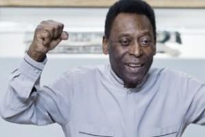 Recuperando: Pelé tem melhora e caminha pelo quarto