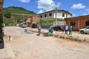 Manhuaçu: Prefeitura realiza obra de calçamento no Distrito de Vilanova