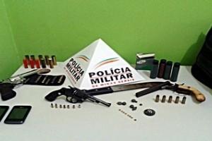 Manhuaçu: Homem é preso negociando venda de arma na Baixada. PM encontra várias armas e munições na casa dele