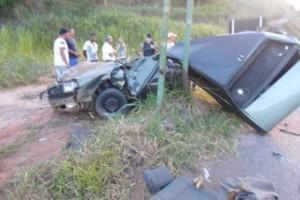 Caratinga: Veículos batem na BR 116 em Santa Rita de Minas. Um deles partiu ao meio