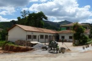 Manhuaçu: Muro da Escola Municipal de Soledade começa a ser construído