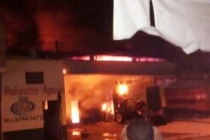Espera Feliz: Loja de produtos agrícolas pega fogo. Prejuízo de  cerca de R$ 2 milhões