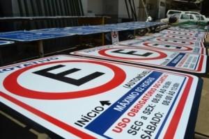 Manhuaçu: Prefeitura instalará novas placas de Trânsito. Antiga carência da cidade
