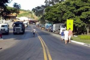 Economia: Sete trechos de BRs mineiras interditados. Caminhoneiros manifestam em Realeza