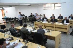 Manhuaçu: Câmara aprova reajuste do funcionalismo. Vereador cobra colocação de placas na cidade