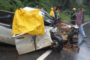 Manhuaçu: Encarregado do SAAE morre em acidente na BR 116. Bateu em carreta