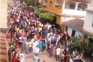 Santana do Manhuaçu: A despedida do prefeito João do Açougue. Centenas presenciaram