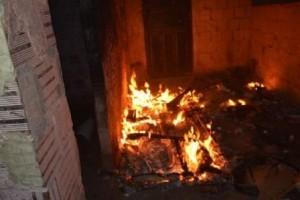 Divino: Homem põe fogo na casa com mulher e filhos dentro