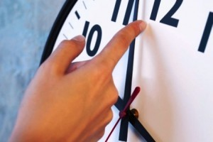 Economia: Hora de recuperar o tempo perdido. Termina o horário de verão