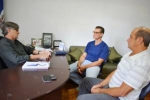 Manhuaçu: Prefeitura firma convênio com a DAREI. Convênio nunca havia sido assinado
