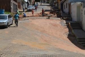 Manhuaçu: Prefeitura continua obras de recuperação e limpeza de ruas e estradas