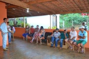 Manhuaçu: Secretário de agricultura apresenta centro de distribuição à comunidade da Taquara Preta