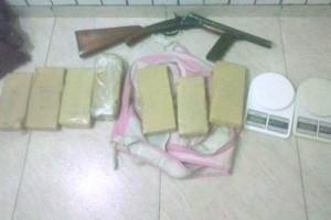 Manhuaçu: Apreensão de drogas e prisões no Bairro Santana. Denúncias levaram a PM ao local