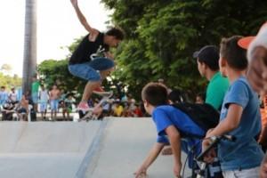 Manhuaçu: Pista de skate é inaugurada na Baixada. Festa e alegria dos desportistas