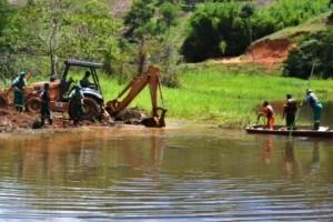 Manhuaçu: Autarquias e Secretaria de Obras se unem na limpeza de manancial