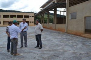Manhuaçu: Nailton Heringer visita obras do novo matadouro