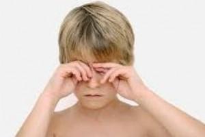 Vida e Saúde: Coçar os olhos aumenta astigmatismo em crianças