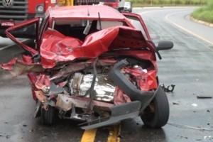 Santa Bárbara do Leste: Batida entre Uno e Picape deixa feridos na 116