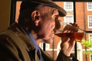 Vida e Saúde: Idosos que bebem podem ter doenças cardíacas