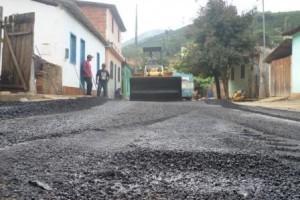 Manhuaçu: Prefeitura realiza operação tapa buracos na Ponte do Silva