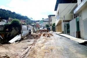 Manhuaçu: Rua do coqueiro fechada por causa de obra privada