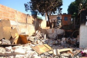 Ipanema: Casa de idosa é destruída pelo fogo