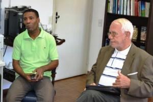 Manhuaçu: Pastor cubano visita a Prefeitura