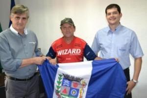 Manhuaçu: Recordista nacional de pedaladas visita a cidade
