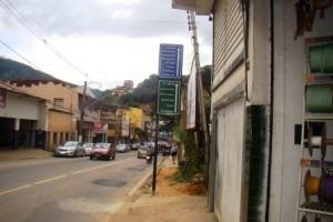 Manhuaçu: Novas placas de trânsito instaladas. Pouca visibilidade